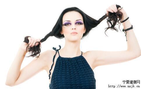 烫发后掉发怎么办 如何缓解掉发 掉发的原因有哪些